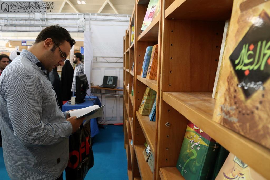 Ayətullah Məkarim Şirazinin əsərlərini nəşr edən mərkəzin kitab sərgisində iştirakı-09.