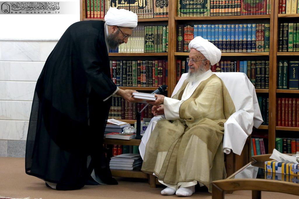 Ayətullah Sadiq Laricaninin Ayətullah əl-uzma Məkarim Şirazi ilə görüşü-05.