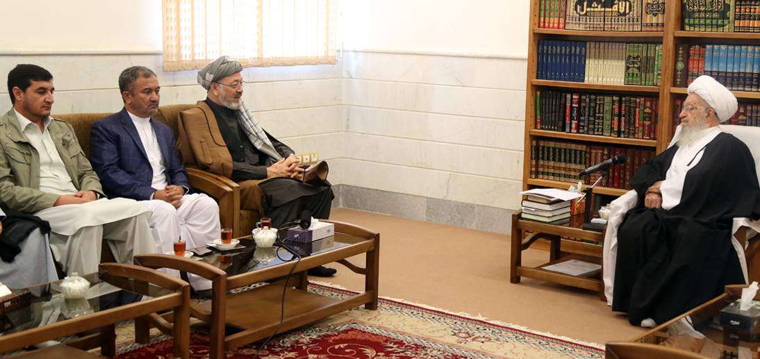 معظم له در دیدار رییس شورای صلح افغانستان و هیئت همراه
