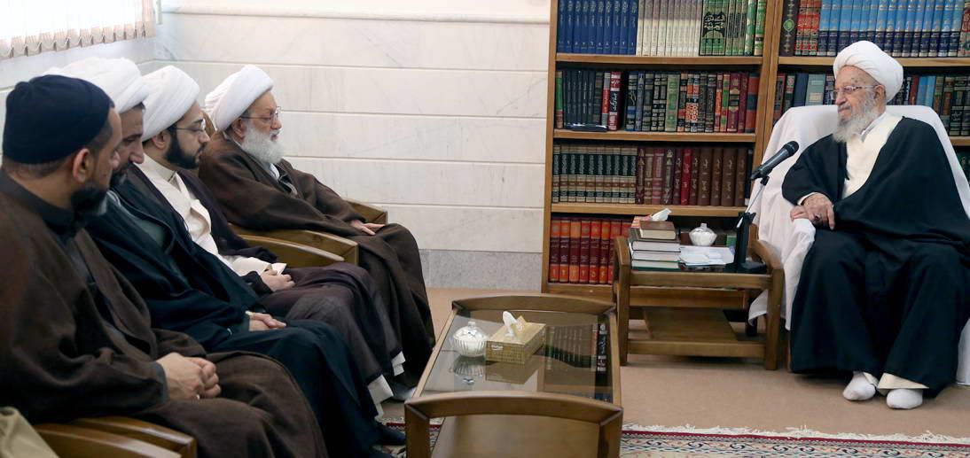 شیعیان بحرین کے رہبر آیت اللہ شیخ عیسی قاسم کے ساتھ آیت اللہ مکارم شیرازی کی مخلصانہ ملاقات