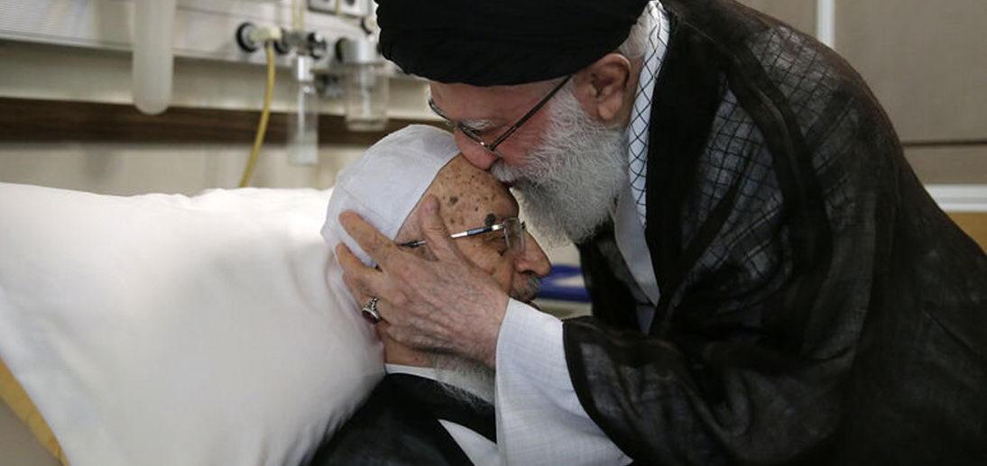 عیادت رهبر معظم انقلاب از آیت الله العظمی مکارم شیرازی